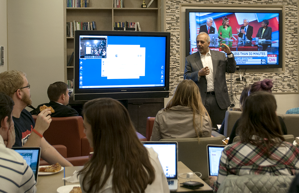 STEPHANIE YUAN/THE HOYA IPPS Executive Director Moe Elleithee (SFS '94) led a discussion in Old North about the state of the campaigns with students and staff as the results from the New Hampshire primary came in.